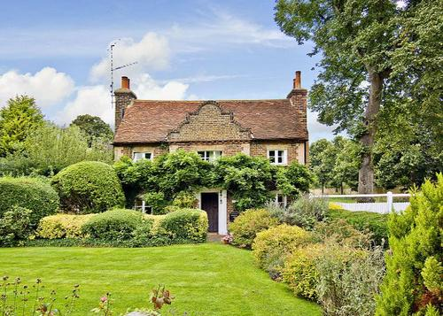 English Country Cottage - The Neo-Trad