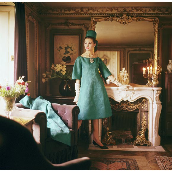 lg_5671741_Model_in_Teal_in_Paris_Residen