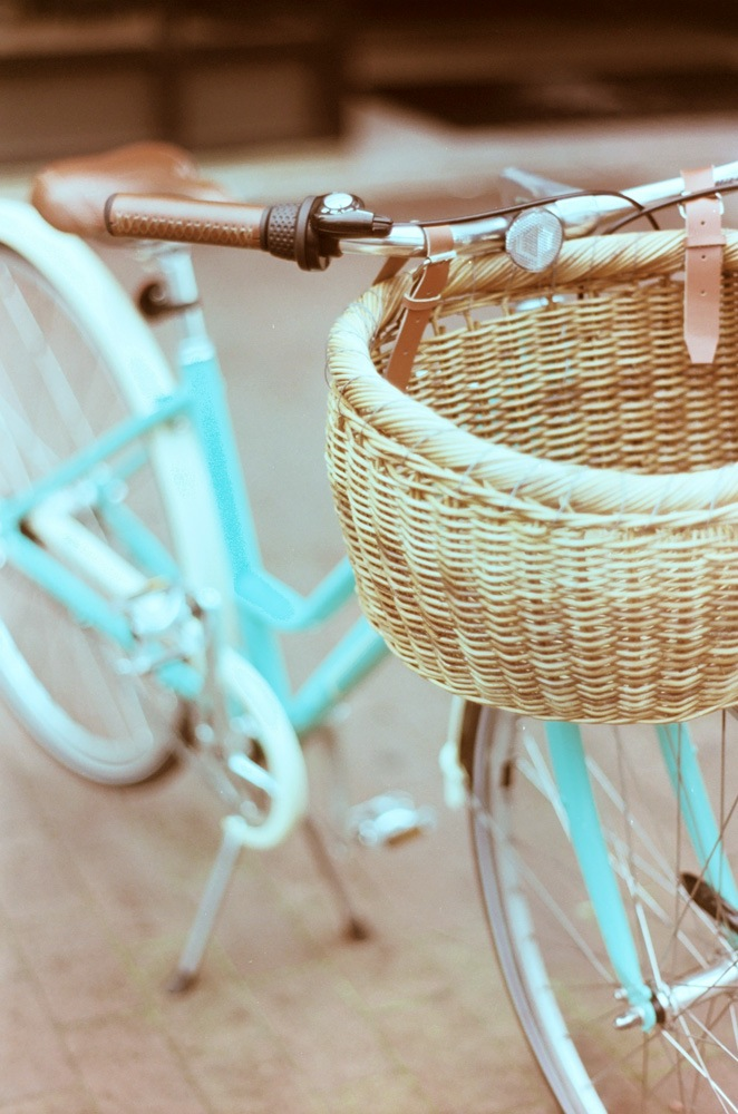 blue-vintage-bicyle-with-basket-turquoise