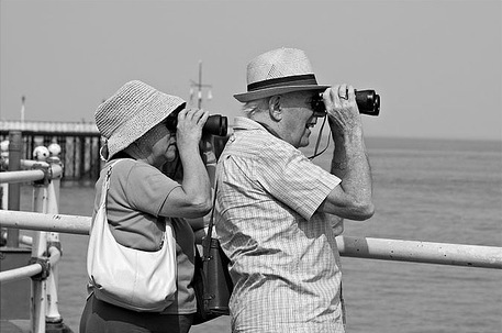 couple-old-binoculars-tourists-pier