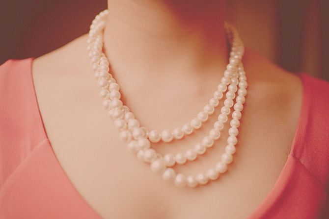 girl-pearl-necklace-pink-dress