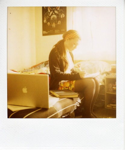 girl-laptop-computer-bed-working