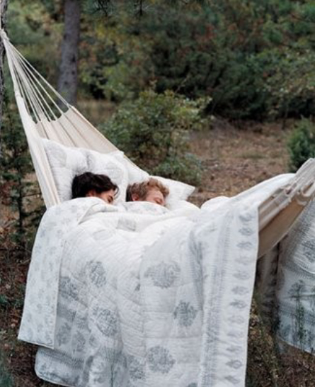 couple-sleeping-hammock