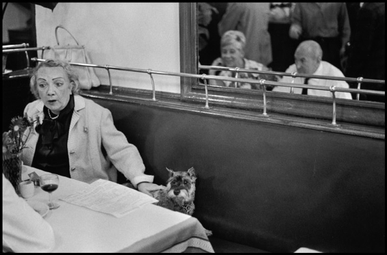 elliott-erwitt-paris-2
