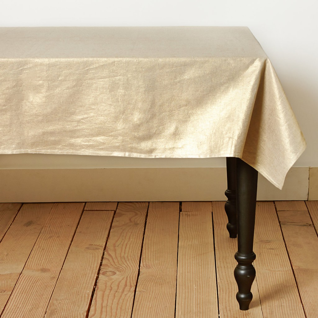 gold-metallic-table-cloth