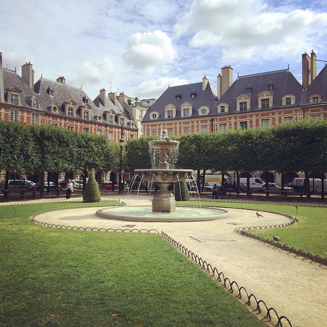 place-des-vosges-paris-france-katie-armour-taylor
