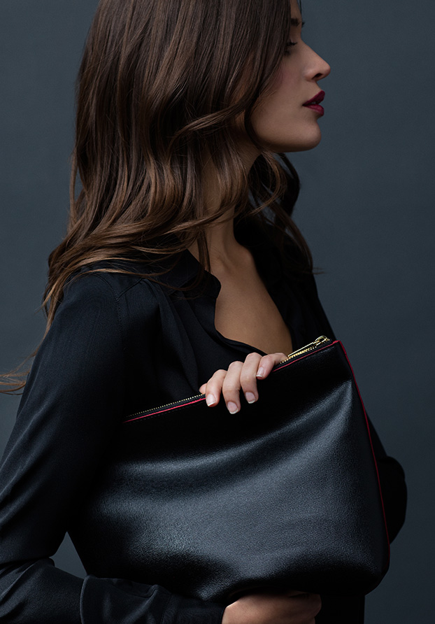 cuyana-black-leather-clutch-pouch