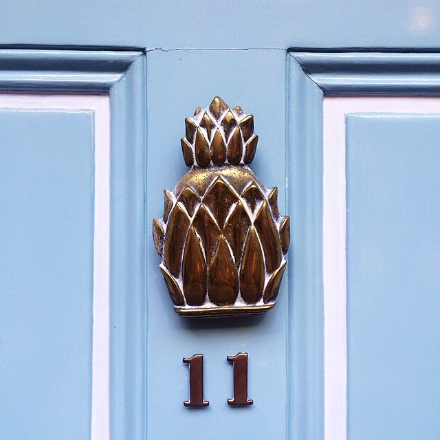 vintage-brass-pineapple-door-knocker-katie-armour-instagram