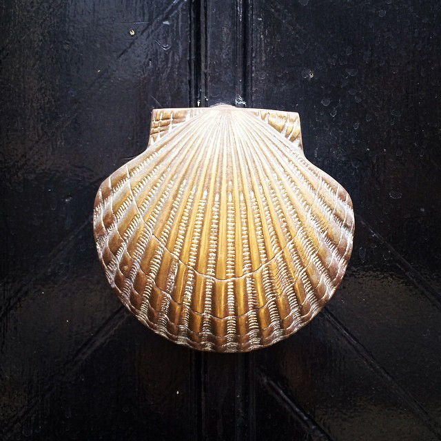 vintage-brass-shell-door-knocker-katie-armour-instagram