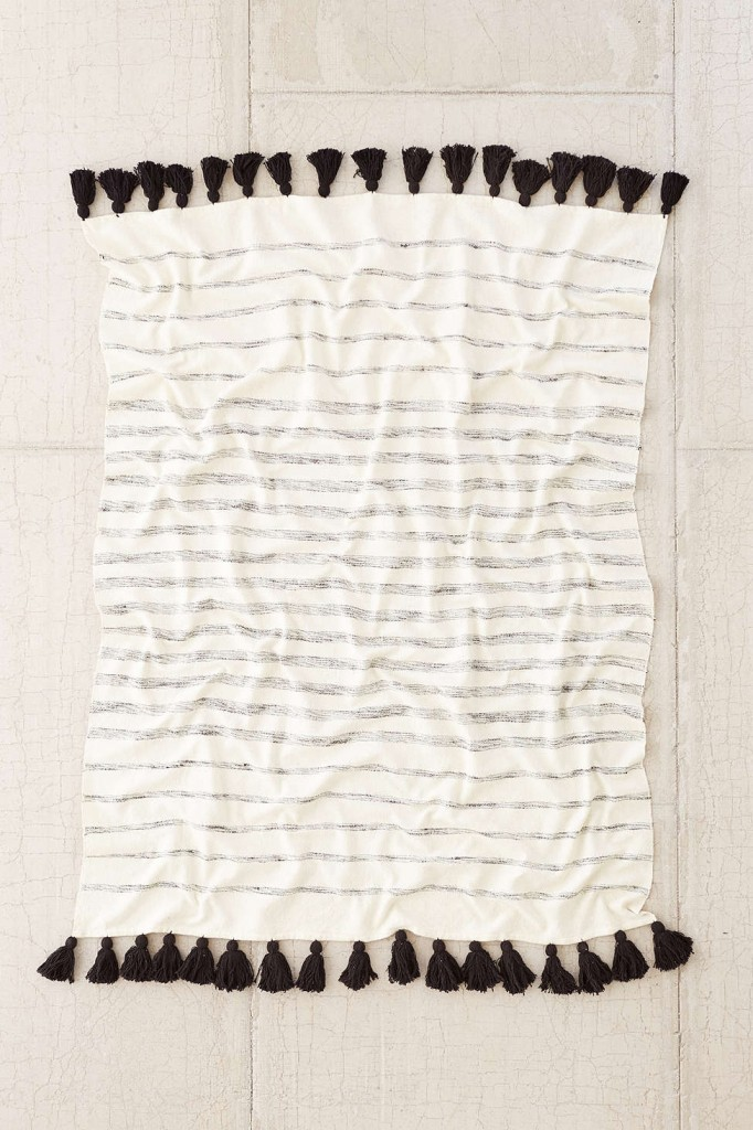 stripe-tassel-throw-blanket-urban-outfitters