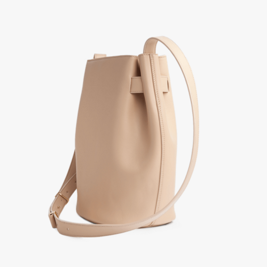 structured-cinch-bag-leather-cuyana-3