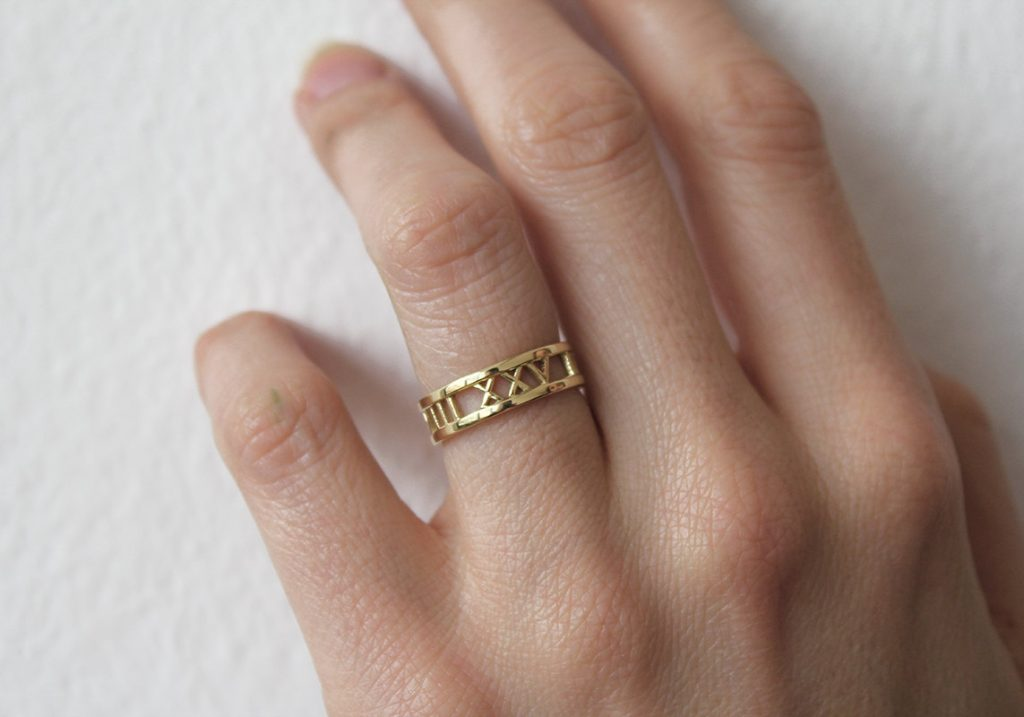 gold-roman-numerals-date-ring