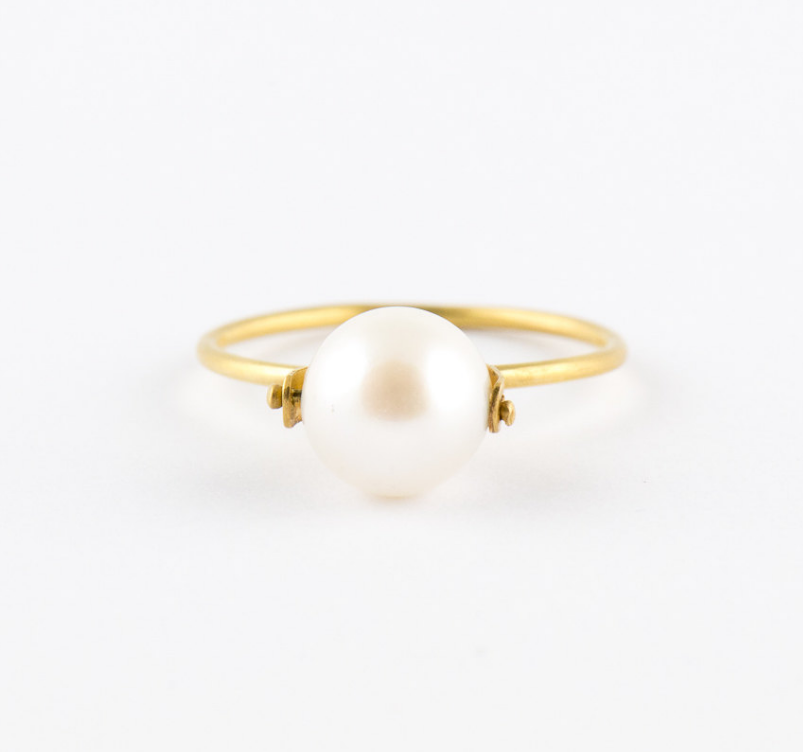 gold-and-pearl-ring