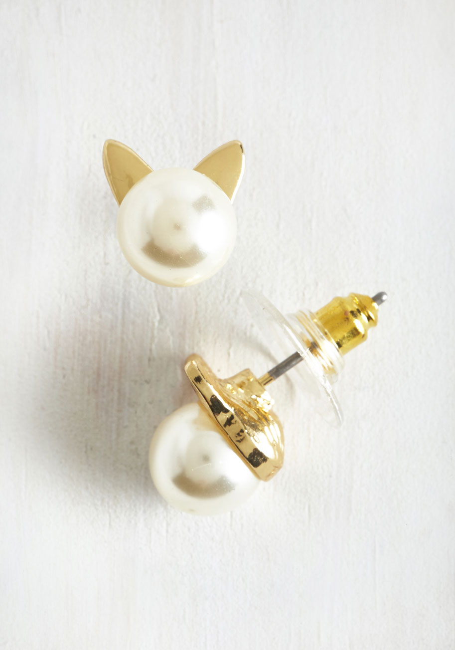 cat-pearl-earrings