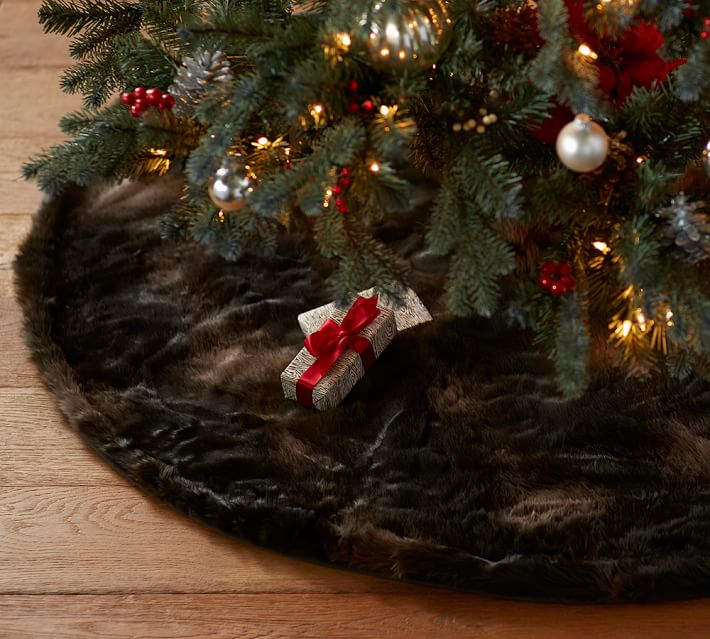 faux-fur-tree-skirt-brown-bear-o
