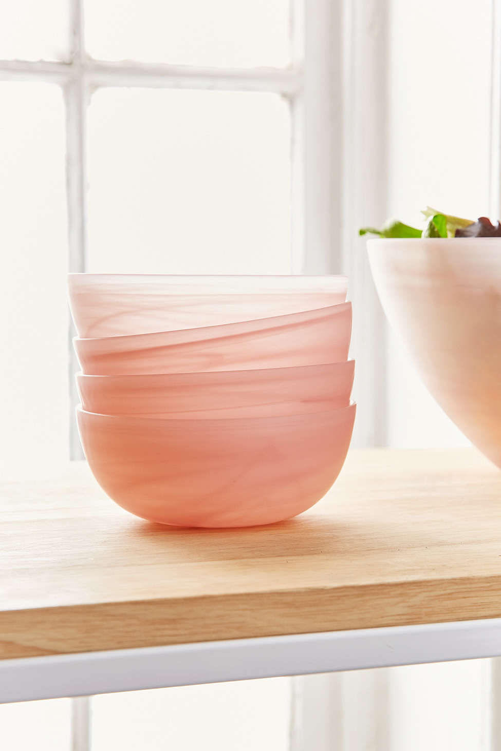 swirled-glass-bowl-set-pink