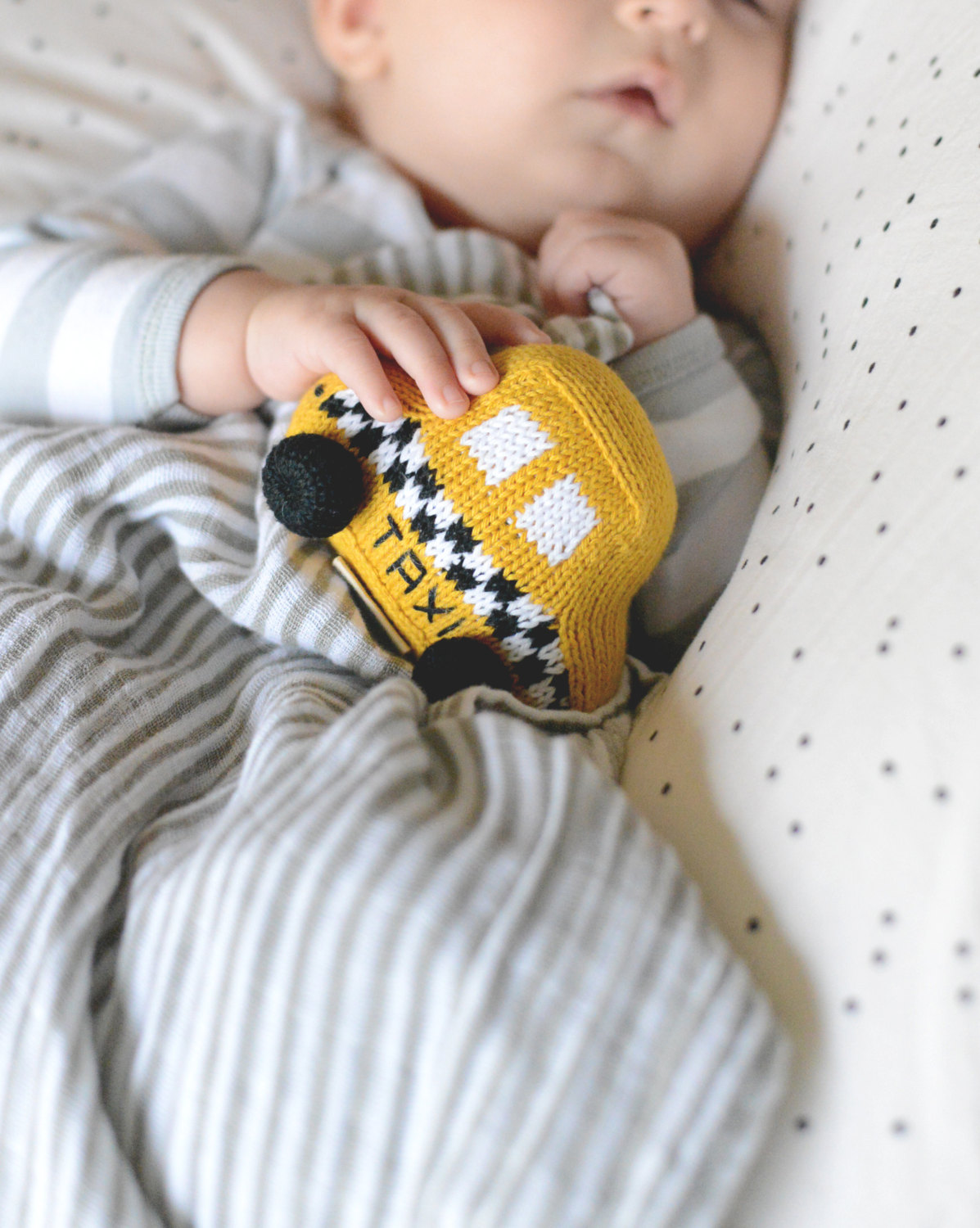 taxi-baby-rattle-knit