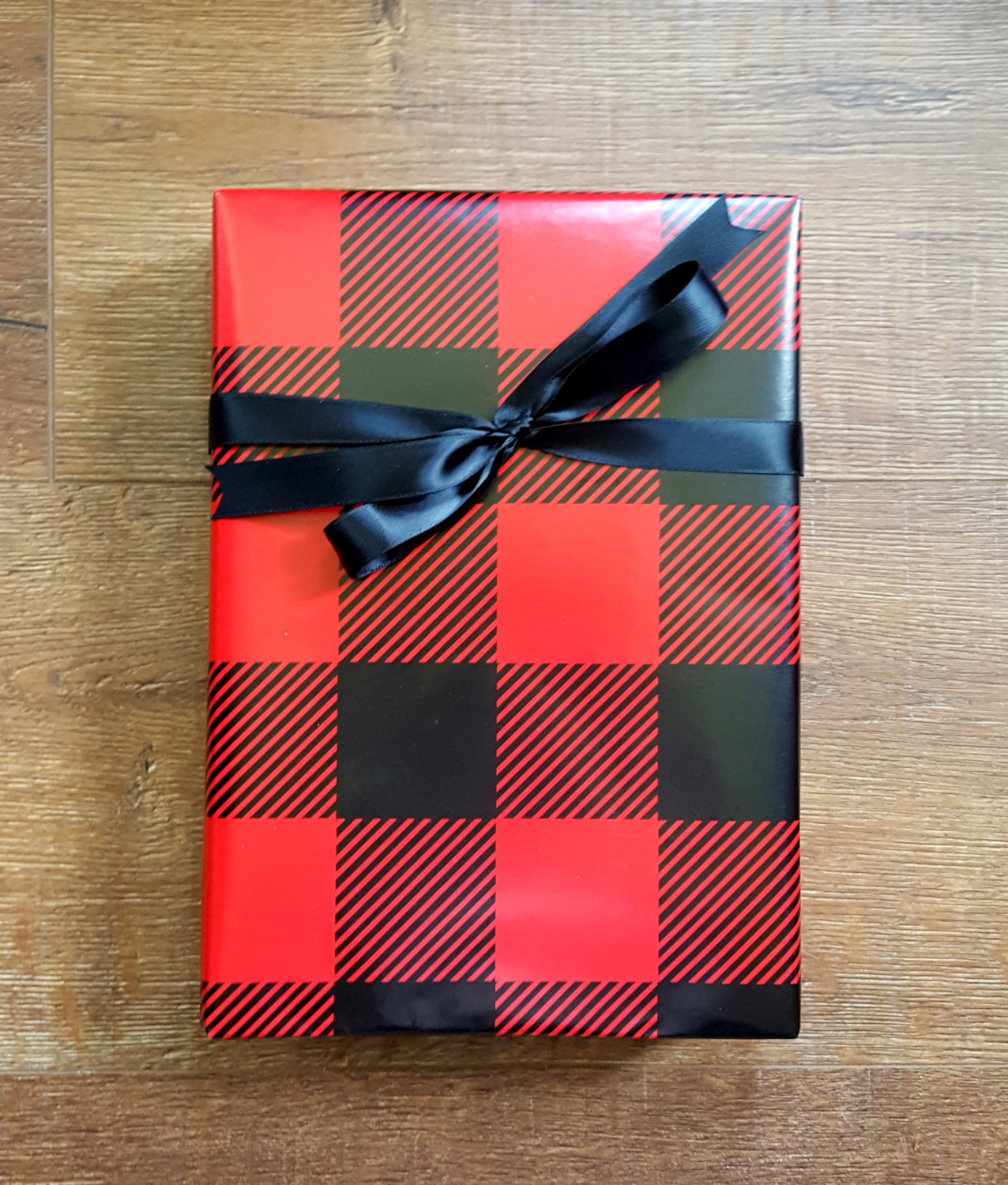 buffalo-plaid-wrapping-paper-gift