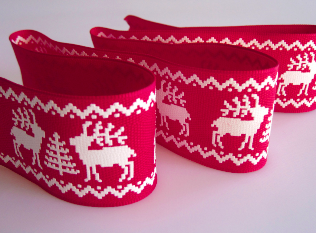 reindeer-red-christmas-ribbon