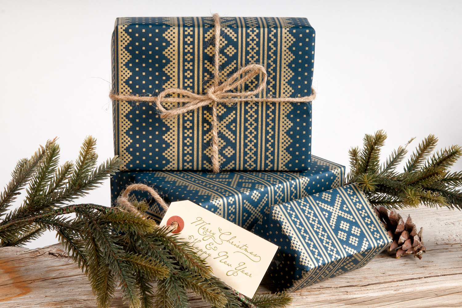 winter-sweater-gift-wrapping-paper