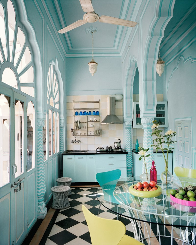 marie-helene-de-taillac-home-jaipur-india-blue-walls-kitchen-black ...