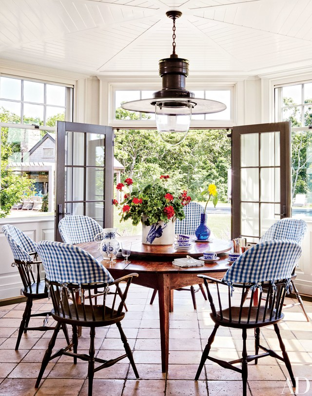 Gingham Windsor Dining Chairs Round, Windsor Round Table
