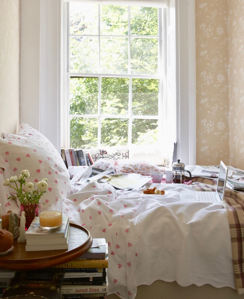 Rita Konig New York Bedroom Floral Wallpaper Plaid Throw Blanket D Porthault Heart Sheets Domino Magazine