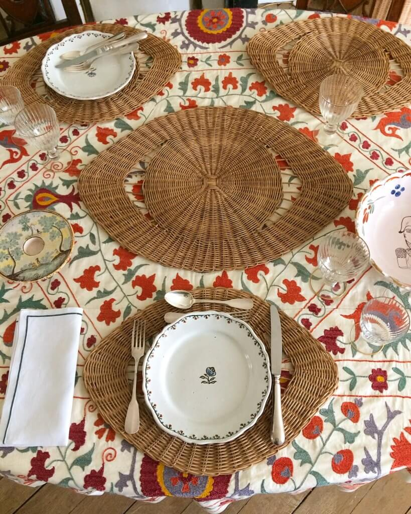 Ordinaire Atelier Vime Vintage Suzani Tablecloth Rattan Placemat Table Setting