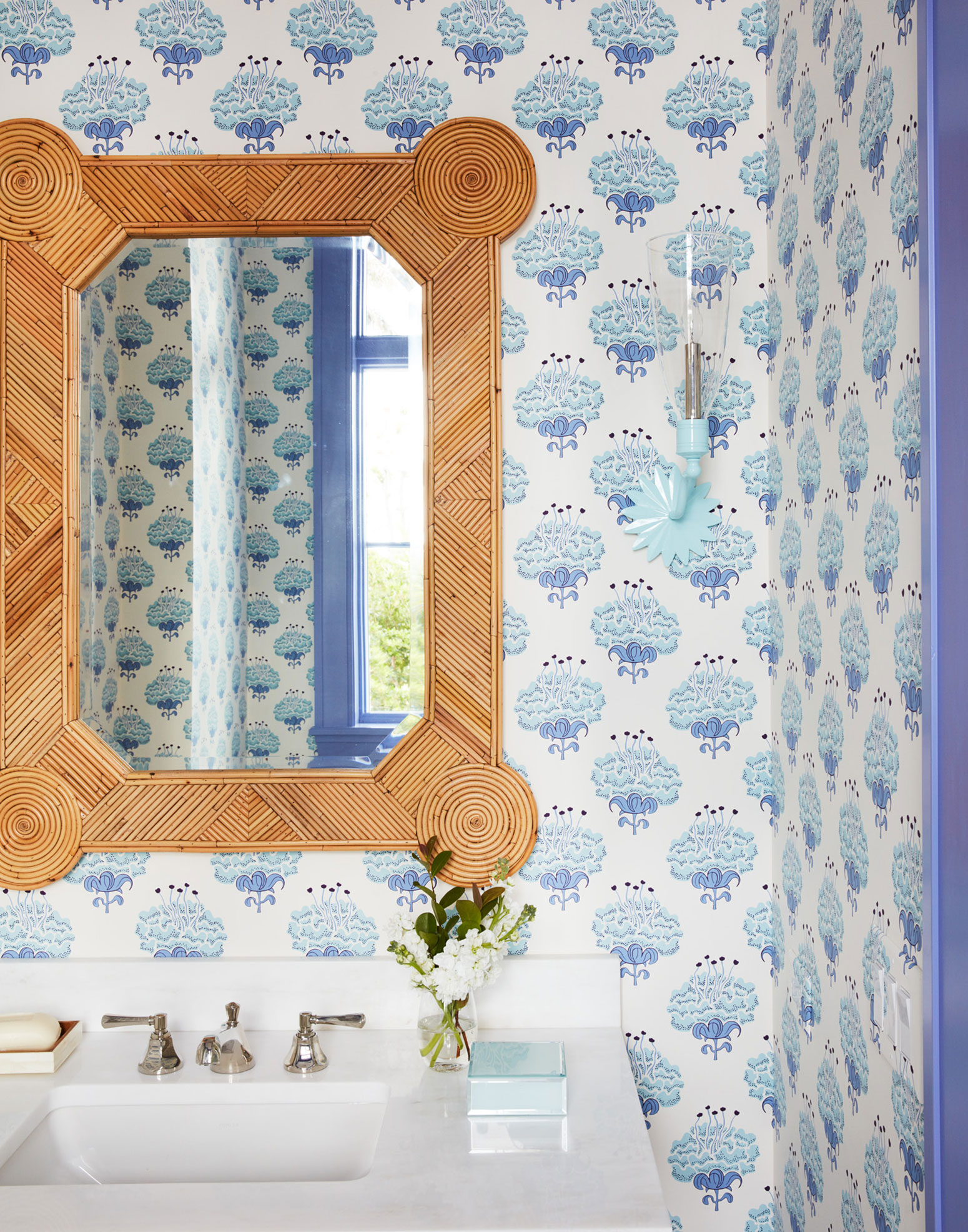 A blue tile backsplash and mirrored cupboards