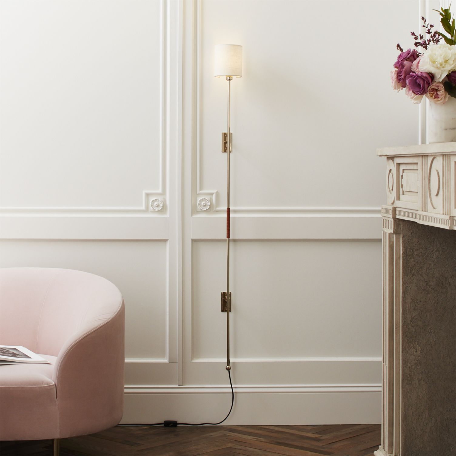 How chic is the leggero pole wall sconce above