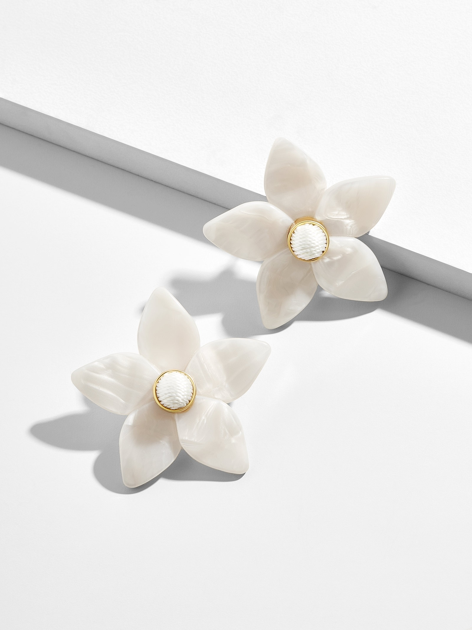 Mini Amariella Flower Stud Earrings
