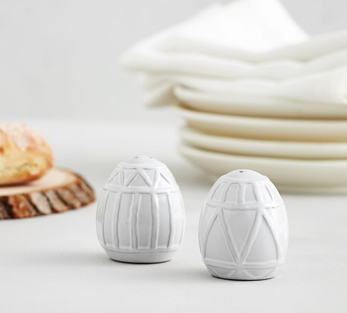 Egg Salt and Pepper Shakers