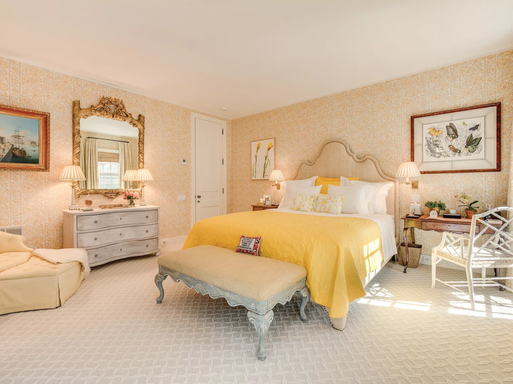 Bedroom in 19 Georgica Road, East Hampton, New York decorated by Bunny Williams
