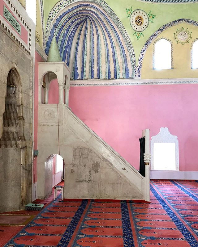 Pink Walls Mosque Turkey photo by Miguel Flores Vianna