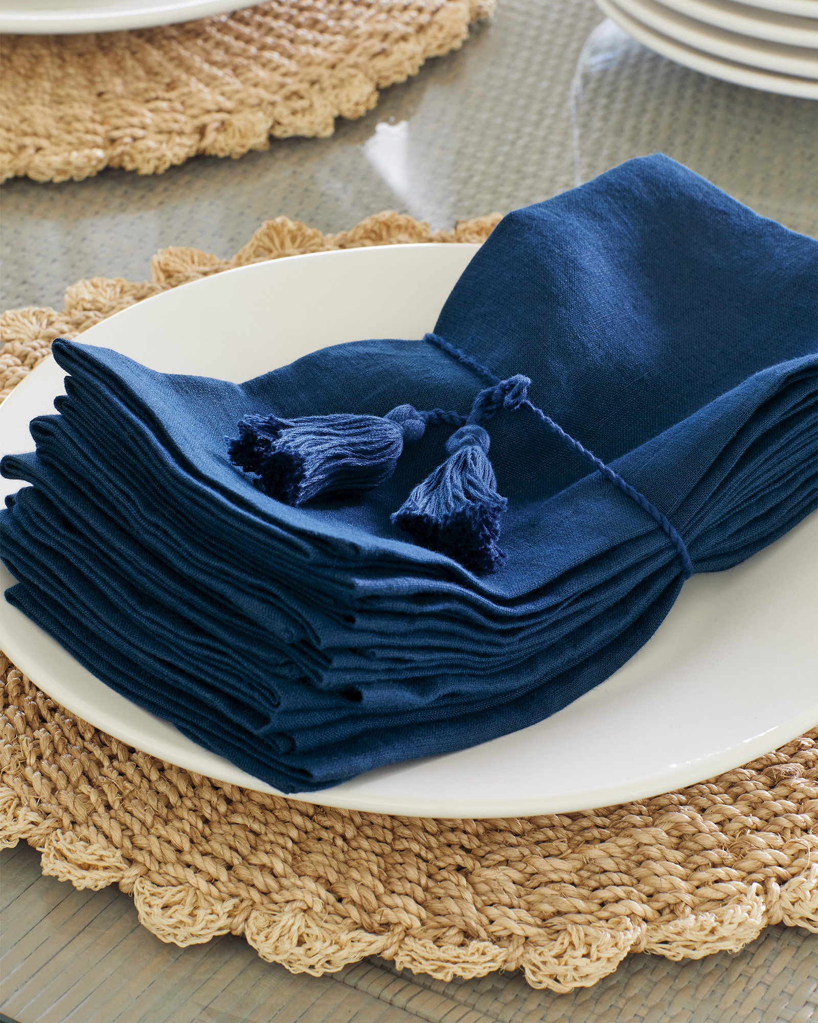 Round Scalloped Edge Placemat
