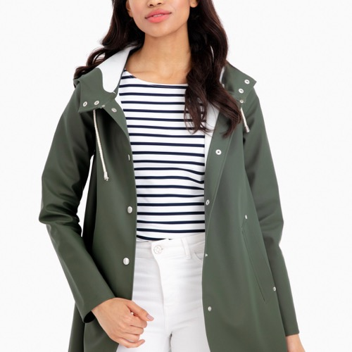The Daily Hunt: Gorgeous Green Raincoat and More!