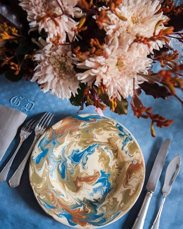 Marbled dinner plate with blue monogrammed tablecloth. Autumn fall table setting. Perfect idea for Thanksgiving.